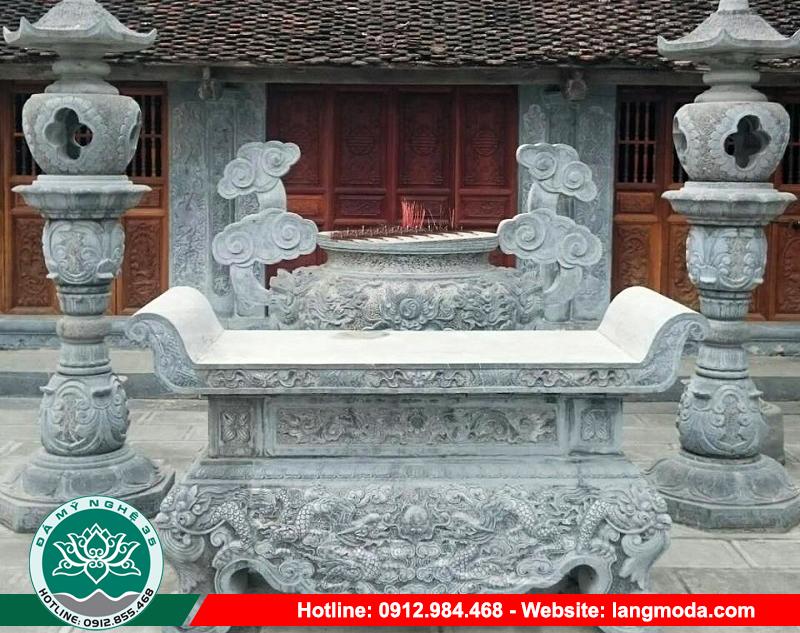 Bàn lễ hay còn gọi là bàn thờ đá là một trong những sản phẩm rất cần thiết cho lăng mộ, đền, chùa