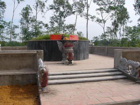 Khám phá bí ẩn lăng mộ vua chúa Việt Nam
