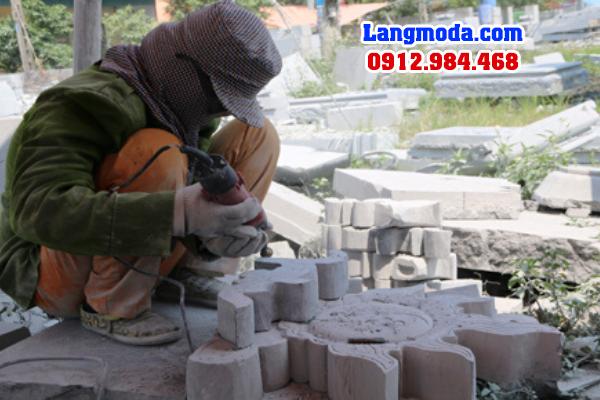 Phụ nữ làm nghề lăng mộ
